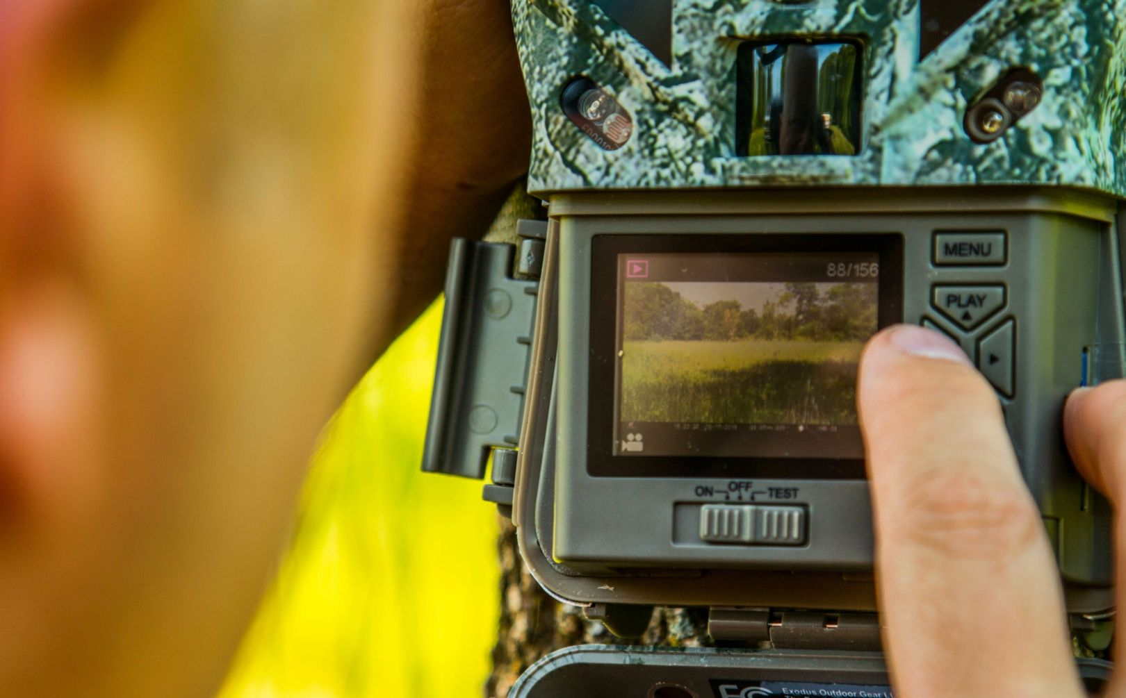 Hanging trail cameras to not spook deer